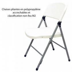 Chaises pliantes en polypropylène accrochables barre de renfort non-feu M2